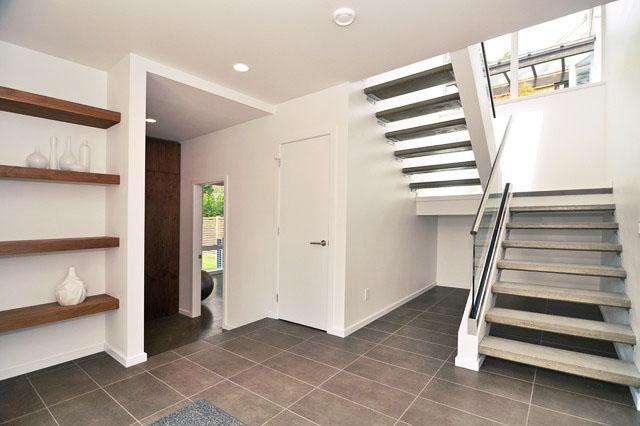 escalier moderne avec garde fou inox